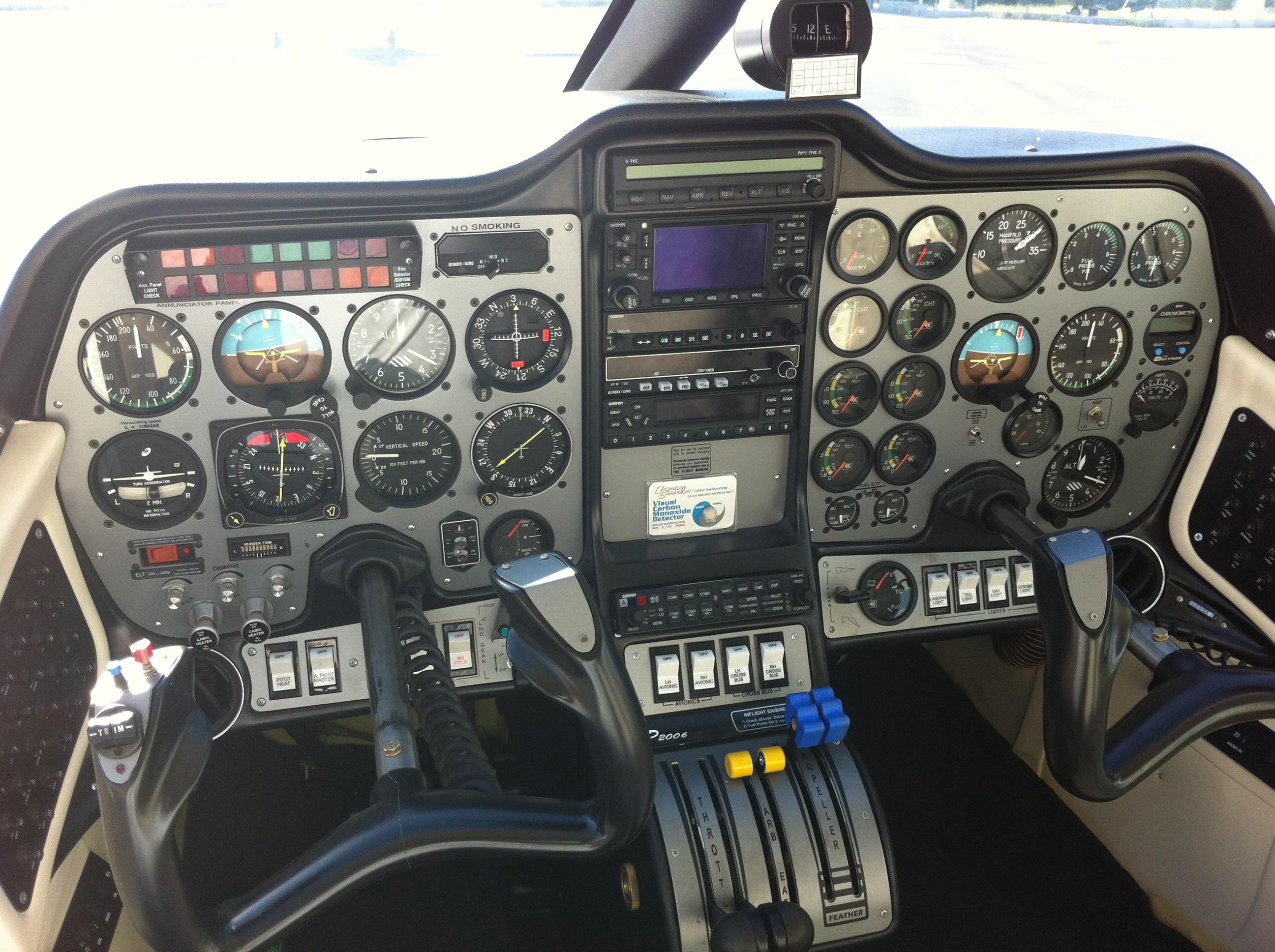 Tecnam-P-2006T-cockpit.jpg